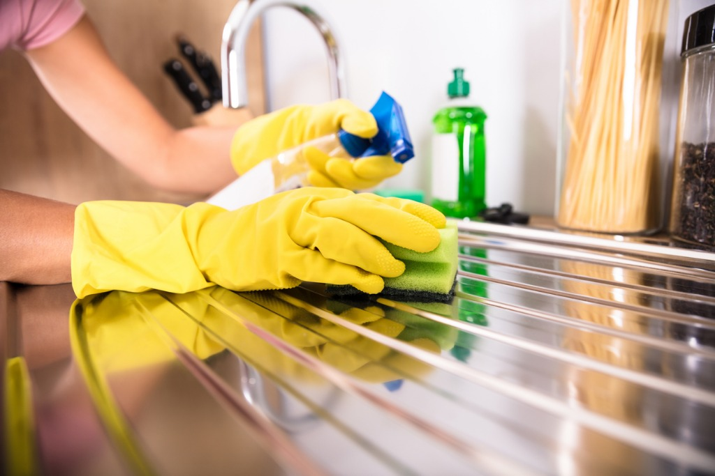 persons-hand-cleaning-stainless-steel-sink-picture-id917892668